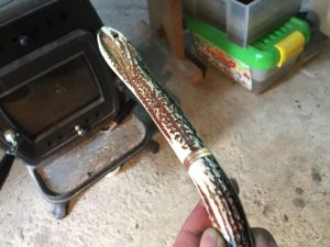 ナイフの鞘を鹿の角で。